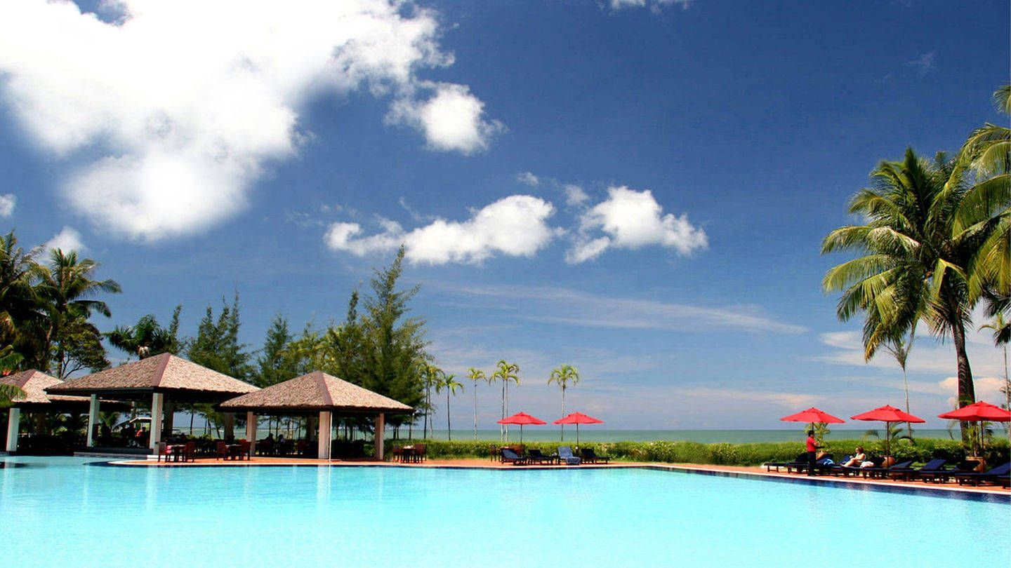 Miri Marriott Outdoor Pool.jpg
